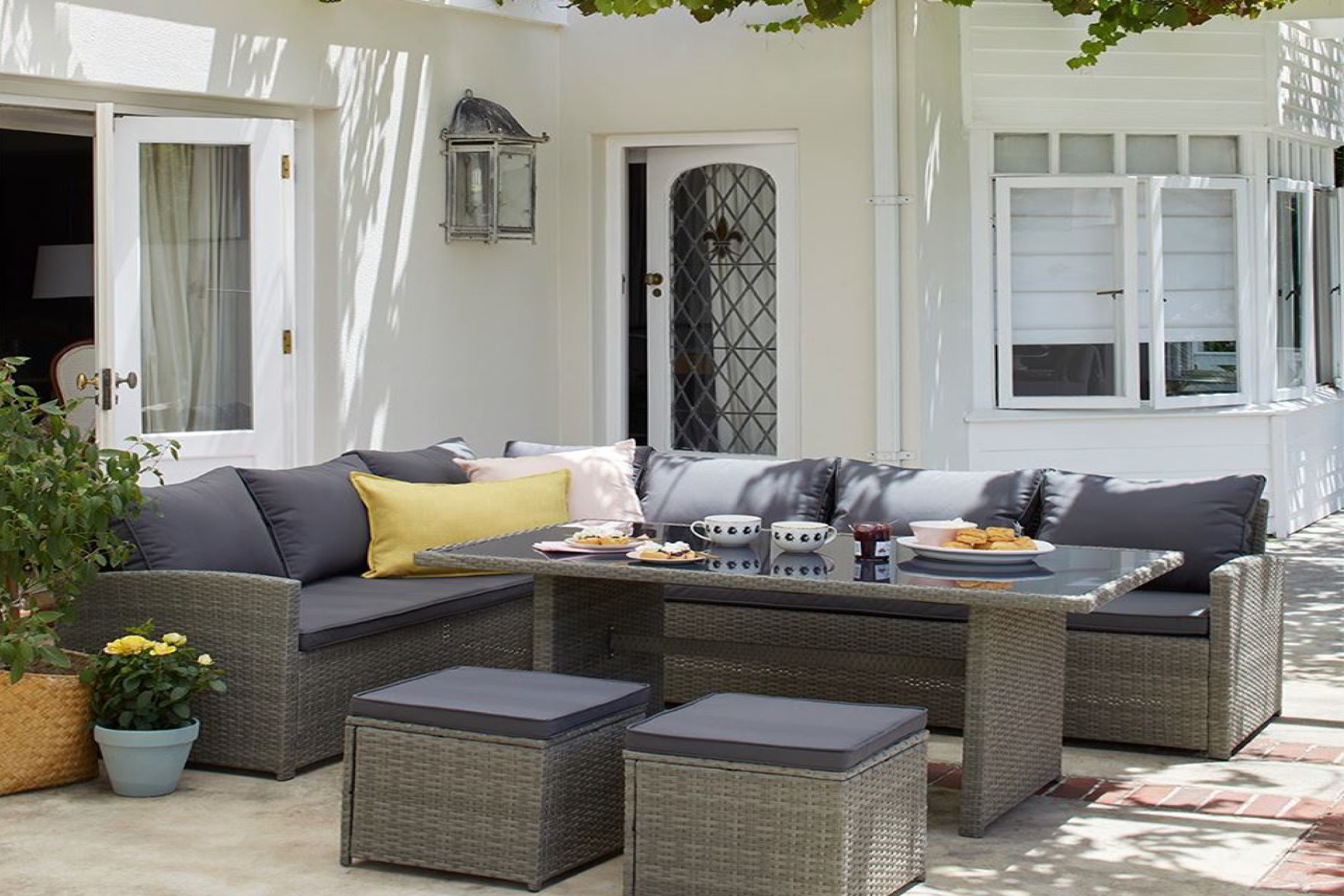 How to choose the right garden furniture?
